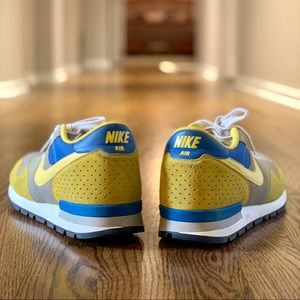 NIKE Classic Sneakers - Mint Condition